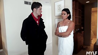 Amateur shacking up between a younger guy added to doyen slut Dana Vespoli