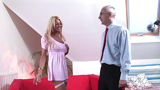 Naughty cougar Tia teases and gets fucked there missionary. HD