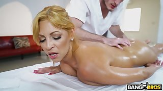 Latina mature ass fucked wits the hot masseur