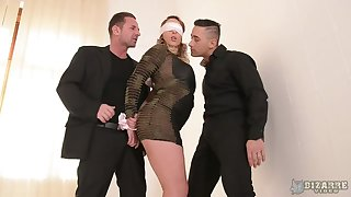 Blindfolded big bottomed Victoria Summers is fucked by two aroused studs