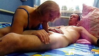 Lucky guy gets a oral from his stepmom