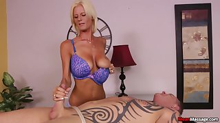 Awesome handjob distance from skilful tow-haired masseuse Olivia Blu