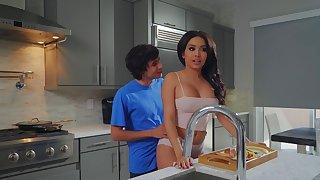 Aaliyah Hadid treats stepmom Alura TNT Jenson nearly a Mother's Phase treat